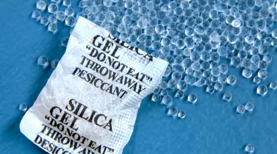 Moto-E Water Damage use silica bags to absorb liquid